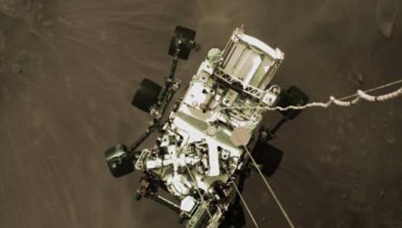 Ровер Perseverance прислал первые цветные снимки, сделанные во время посадки на Марс