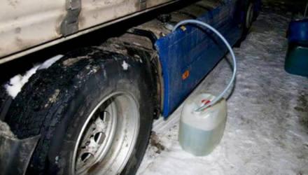 Под Речицей у дальнобойщика слили 655 литров топлива