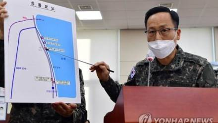 Беженец из КНДР вплавь добрался до Южной Кореи. На берегу он несколько раз попал на камеры, но военные его не замечали