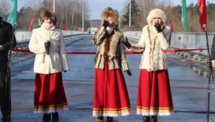 В Октябрьском районе после реконструкции открыт мост через реку Птичь. Приезжал губернатор