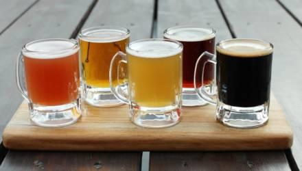 В Речицком районе два учителя купили 12 литров пива и попили с 11-классниками. Рассказываем, что было дальше