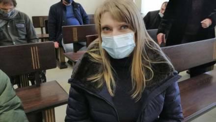 В Калинковичах женщину судят за БЧБ-мурал на её заборе