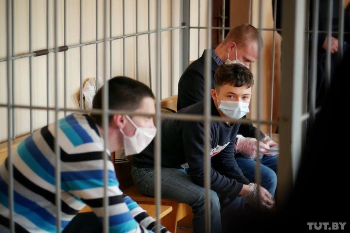 Прокурор запросил сроки обвиняемым по делу о «коктейлях Молотова» в Гомеле: для подростка — 6 лет