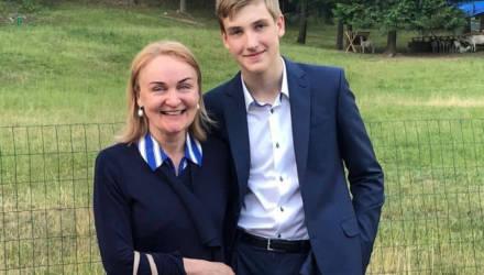 В Сети впервые опубликовано фото сына Лукашенко с врачом Абельской
