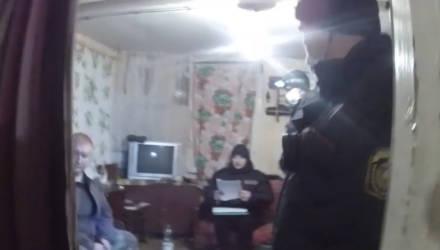 В Чечерском районе мужчина спустил собаку на милиционеров, приехавших задерживать его знакомую