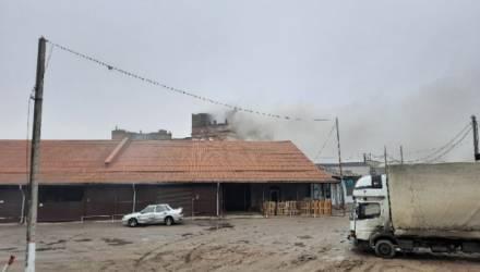 Всё в дыму: в Гомеле загорелся бывший пивзавод