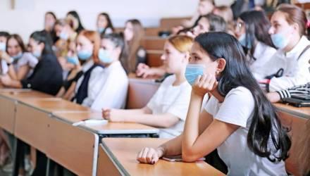 Вручение аттестатов в школах Беларуси пройдёт 10 июня, ЦТ начнётся с 16 июня