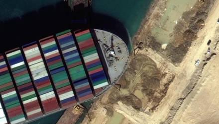 """СМИ раскрыли секрет начерченного контейнеровозом в Суэцком канале """"непристойного"""" рисунка"""
