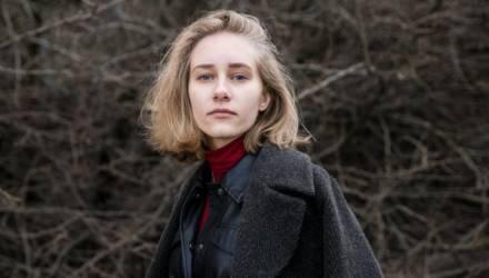 «Мои интимные фото гуляли по всей гимназии». История белорусской девушки, над которой издевались в школе