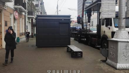 """В центре Гомеля пропала """"Табакерка"""" вместе с остановкой, установленной по обещанию мэра"""