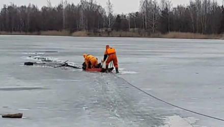 """Аллё, тут рыбак тонет"". Под Гомелем мужчина на озере провалился под лёд"