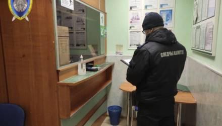 В Петриковском районе мужчина ворвался в банк с муляжом пистолета, ударил женщину и забрал деньги