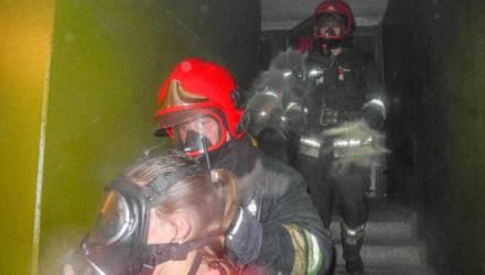 1500 градусов, 90 кг веса и тонна выпитой воды. Гомельский спасатель рассказал о наиболее запомнившихся случаях из своей работы