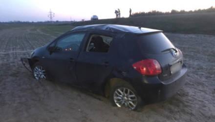 В Брагинском районе 3-месячный малыш выпал из коляски и получил травмы, папа повёз в больницу – машина перевернулась
