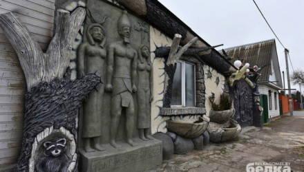 Автор сказочных ворот в Гомеле снова удивляет
