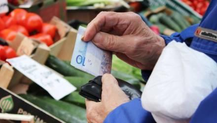 Белорусы жалуются на задержку пенсий и пособий. В Минтруда пояснили, в чём дело