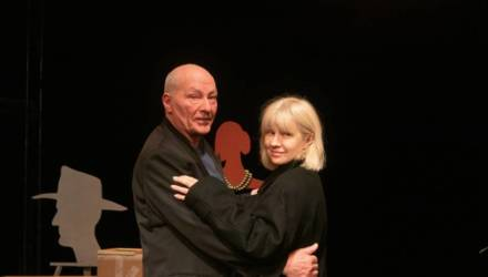 В Гомельском молодёжном театре – премьера: герои спектакля делают сложный выбор между любовью и дружбой