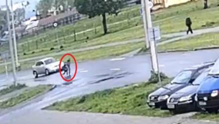 В Мозыре водитель Opel сбил двоих бежавших детей на переходе