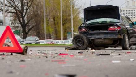 BMW с гомельскими номерами удрал с места ДТП с заблокированным колесом и открывшимся капотом. Вся история