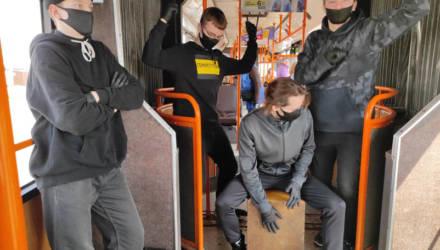 Ребята зачитали гомельчанам рэп про масочный режим в автобусе № 12