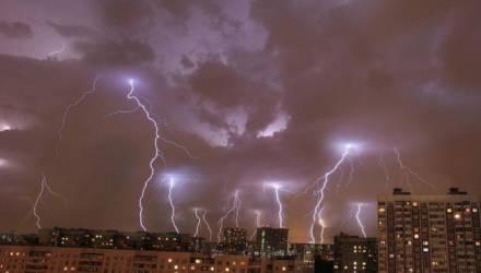 Оранжевый уровень опасности объявлен в Беларуси 2 мая из-за сильного ветра и дождей
