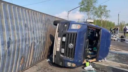 Под Смоленском фура врезалась в микроавтобус с тремя шестёрками в номере: пострадали 13 белорусов