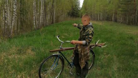 Гомельские пограничники задержали двоих белорусов, которые пересекли госрубеж с целью добычи рогов украинских оленей