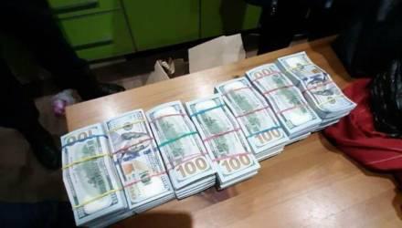 Налоговая в суде выясняет с Тихановским, должен ли он заплатить налог с тех самых найденных за диваном 900 тысяч долларов