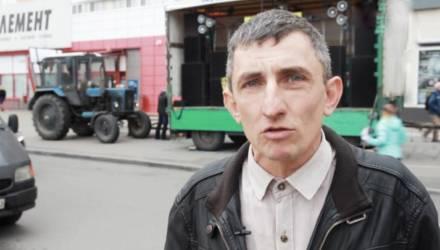 В Гомеле от входа на городской праздник увели блогера, который вёл прямой эфир