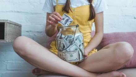 Будьте осторожны и не сорите деньгами: гороскоп для всех женщин по знаку Зодиака с 24 по 30 мая