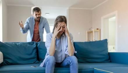 «Жена мне говорит: «А что, если я влюблюсь в другого?» Психолог отвечает белорусу, который разрушил свой брак