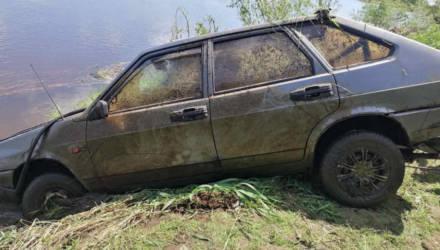 На Гомельщине мужчина поругался с супругой и пропал. Спустя полмесяца его нашли утонувшим в собственном авто
