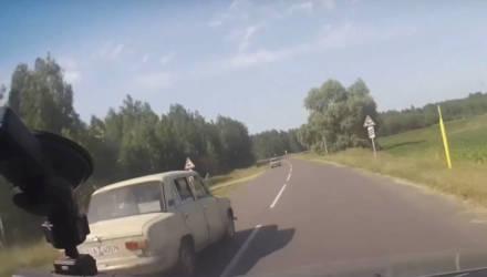 """Под Гомелем 16-летние подростки на """"Жигулях"""" дерзко уходили от погони ГАИ. Есть видео"""