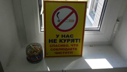 Гомельчанка задаётся вопросом: как из подъезда «выкурить» курильщика?
