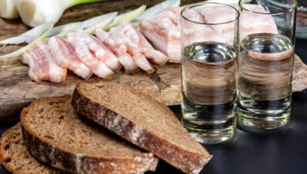 """Индекс """"ЧаркиШкварки"""": как выглядит благосостояние белорусов в пересчёте на водку и свинину"""