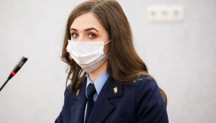 """Выселившую помощницу прокурора белоруску приговорили к 2 годам домашней """"химии"""""""
