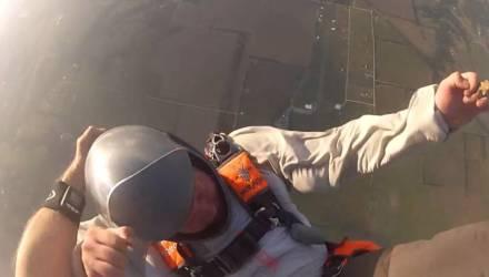 Скайдайвер случайно снял спасение друга, который отключился на высоте 3000 м, не раскрыв парашют