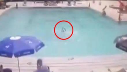 8-летний мальчик утонул в бассейне на глазах у родителей, которые спокойно загорали рядом