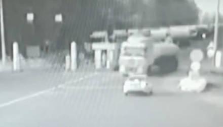 Пьяный дальнобойщик протаранил шлагбаум на границе Гомельской области с Украиной