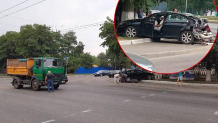 В Гомеле МАЗ превратил Lexus-седан в хэтчбек