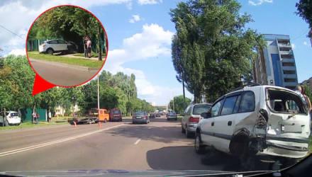 В Гомеле 18-летний водитель совершил наезд на припаркованные автомобили