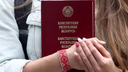 В текст поправок в Конституцию Беларуси внесли ограничение числа президентских сроков