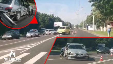 В Гомеле бабушка спешила на троллейбус и перебежала дорогу в неположенном месте: чуть не убилась сама, водитель разбил голову
