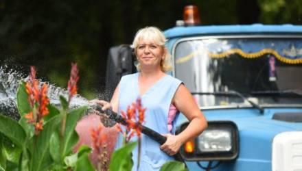 В Гомеле поливать деревья помогают спонсоры и население