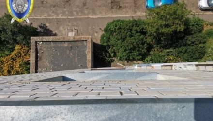 В Гомеле полуторагодовалый ребёнок выпал с 8-го этажа и выжил