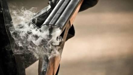 На Гомельщине мужчина решил почистить ружьё и случайно выстрелил себе в голову