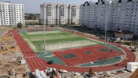 Два бассейна, роскошный стадион и лифты - в Гомеле готовят к открытию новую школу
