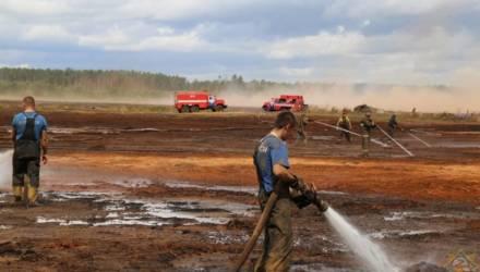 Очаги горения выявляют с неба: на Гомельщине уже 10 дней продолжается тушение крупного торфяного пожара