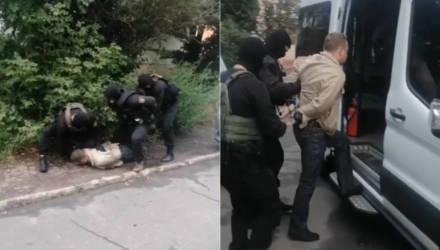 Гомельчанин в соцсетях рассказал о частной жизни гендиректора своей организации – его задерживали трое в масках и бронежилетах