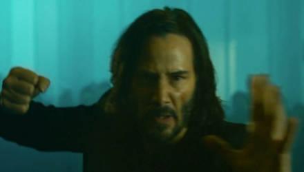 """Опубликован тизер нового фильма """"Матрица: Воскрешение"""" с Киану Ривзом. Зрителям предлагают две таблетки"""
